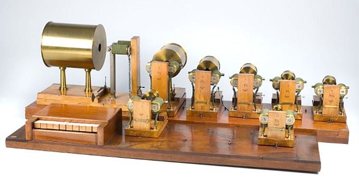 Helmholtz sound synthesizer