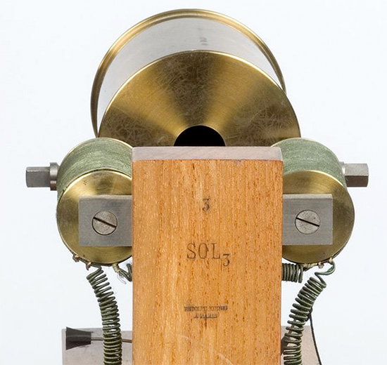 Helmholtz sound synthesizer